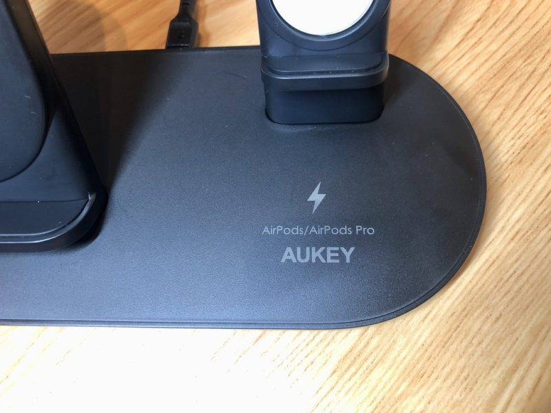 AUKEY 3in1 ワイヤレス充電器 LC-A3のAirPods充電箇所の外観